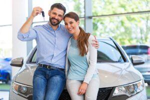 Tarjouksien perässä autokaupoille