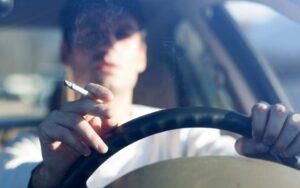 Tupakointi ja autoilu