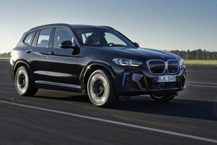 BMW iX3 uudistuu